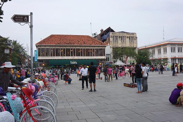 ファタヒラ広場とカフェ・バタヴィア
