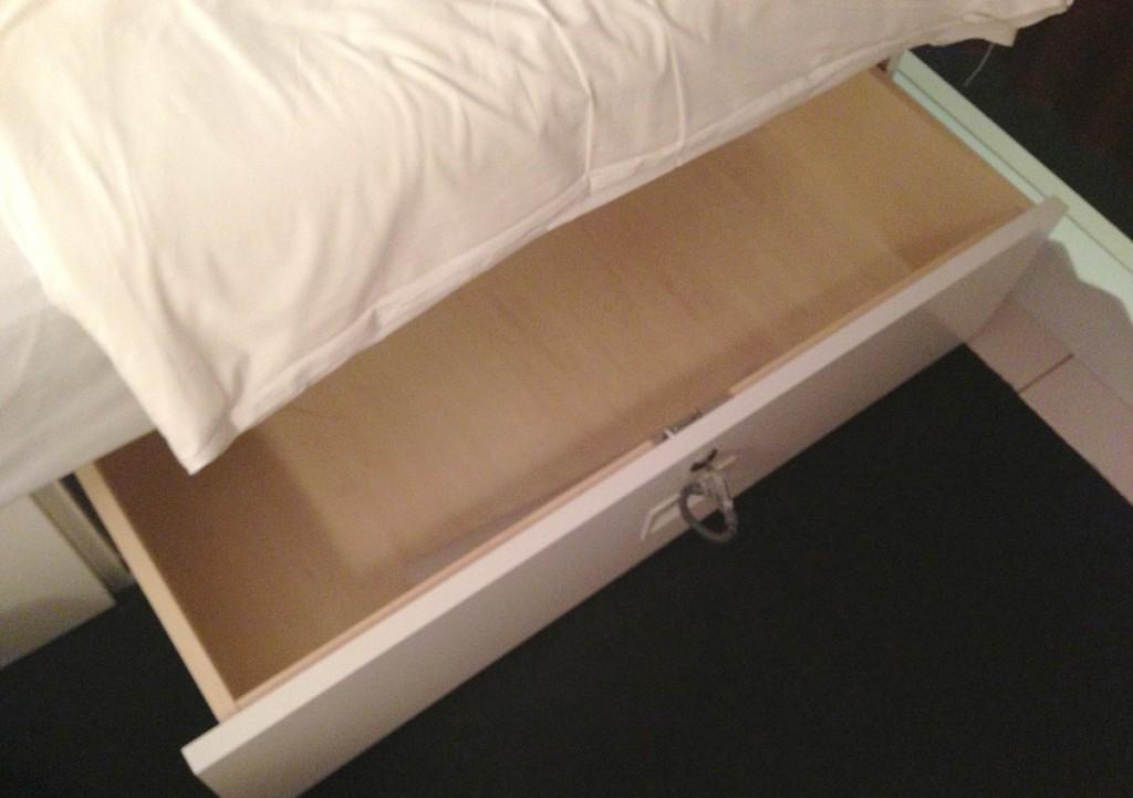 ベッド下の収納ボックス