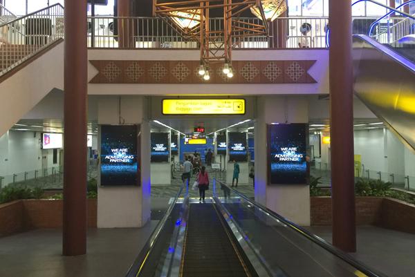 ターミナル内到着フロア