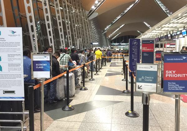 ガルーダインドネシア航空のチェックインカウンター