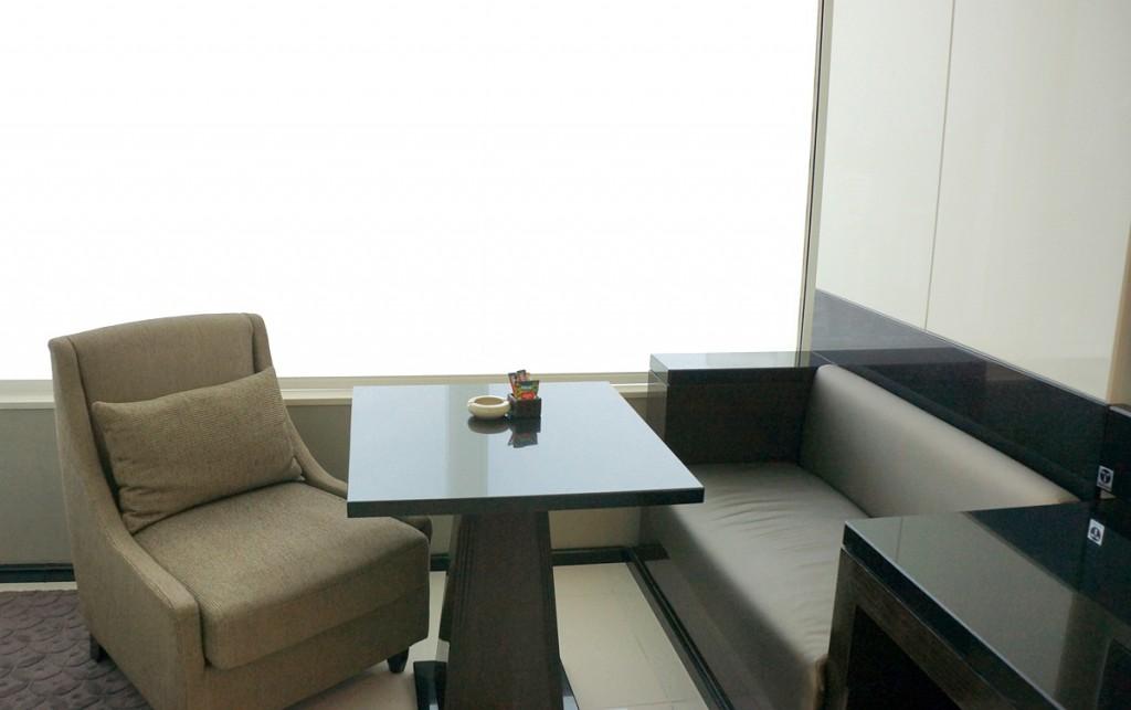テーブルとソファー