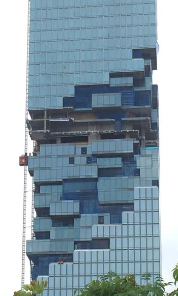 マハーナコーン建設中の様子