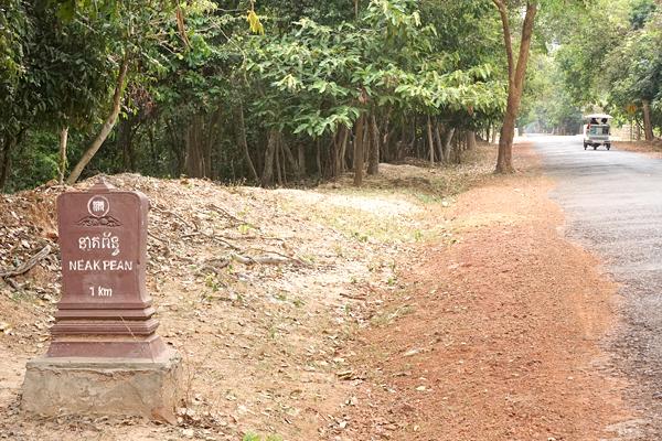 アンコール遺跡周辺の道標