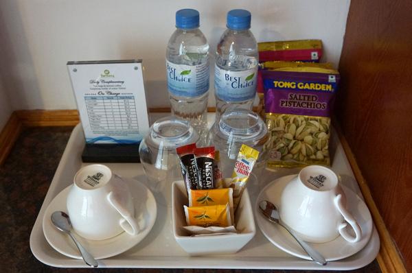 無料のドリンキングウォーター、コーヒー、紅茶など