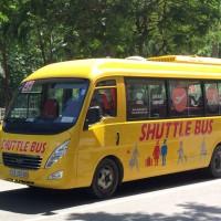 ファングーラオ通りを走る49番バス