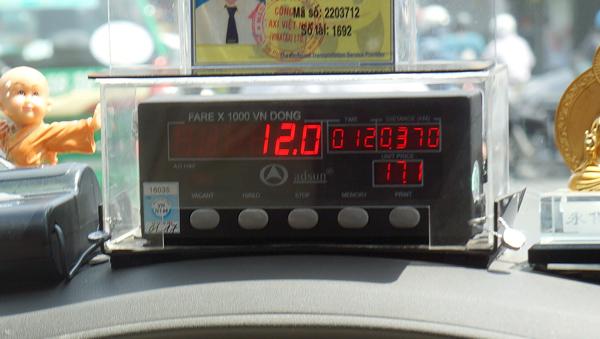 ベトナムのタクシーの運賃表示