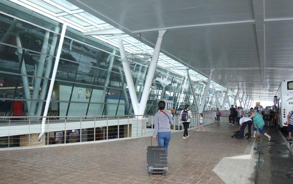 プーケット空港国際線ターミナル 出発フロアエントランス