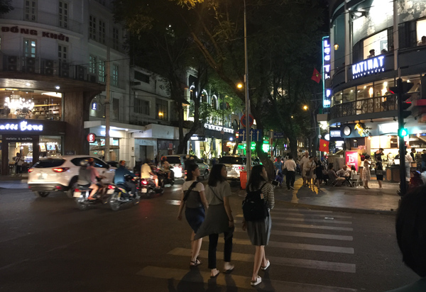 夜のドンコイ通り