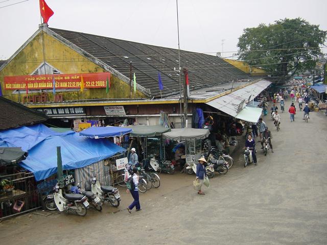 カフェの2階からホイアン市場を望む(2000年12月撮影)