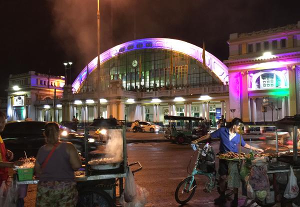 ライトアップされたフアランポーン駅