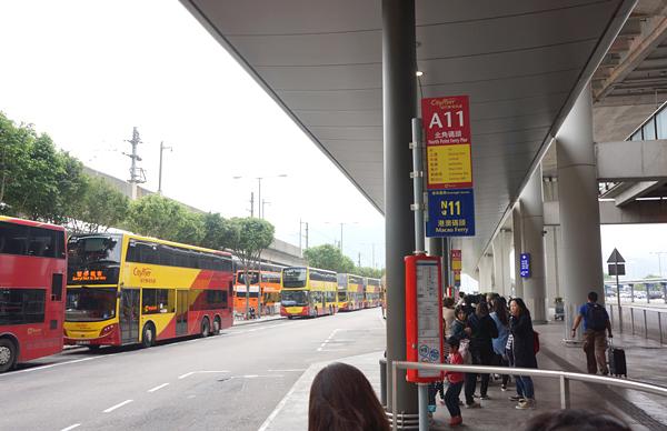 香港国際空港のA11のバス停