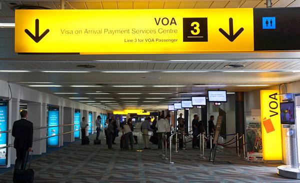 ジャカルタ・スカルノハッタ国際空港の到着ビザ取得カウンター