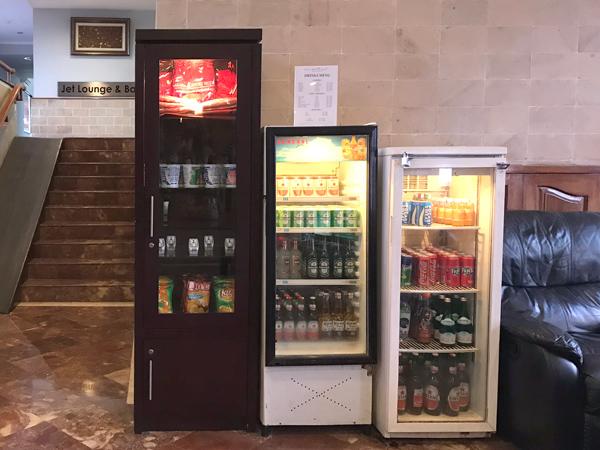 水やビールはホテル内で購入可能