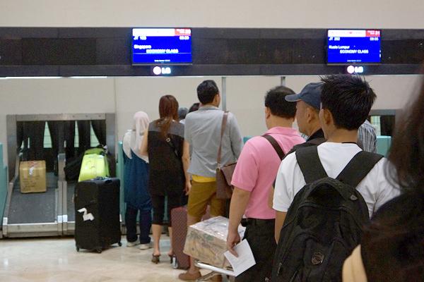 ジャカルタ・スカルノハッタ国際空港のチェックインカウンター