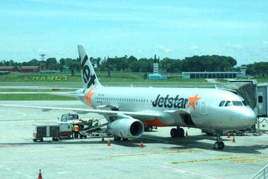 チャンギ空港に駐機中のジェットスター・アジア機