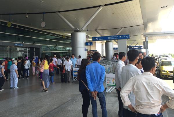 タンソンニャット国際空港ターミナル 出発フロア