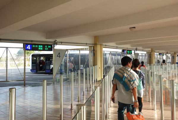 バス乗り場へ