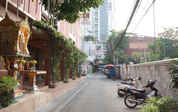 ホテル前の路地