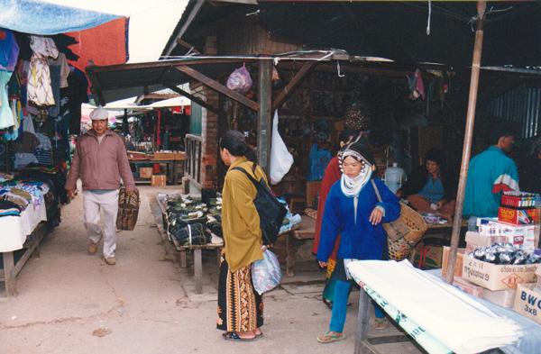 朝市と少数民族