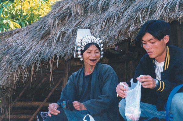 アカ族の女性