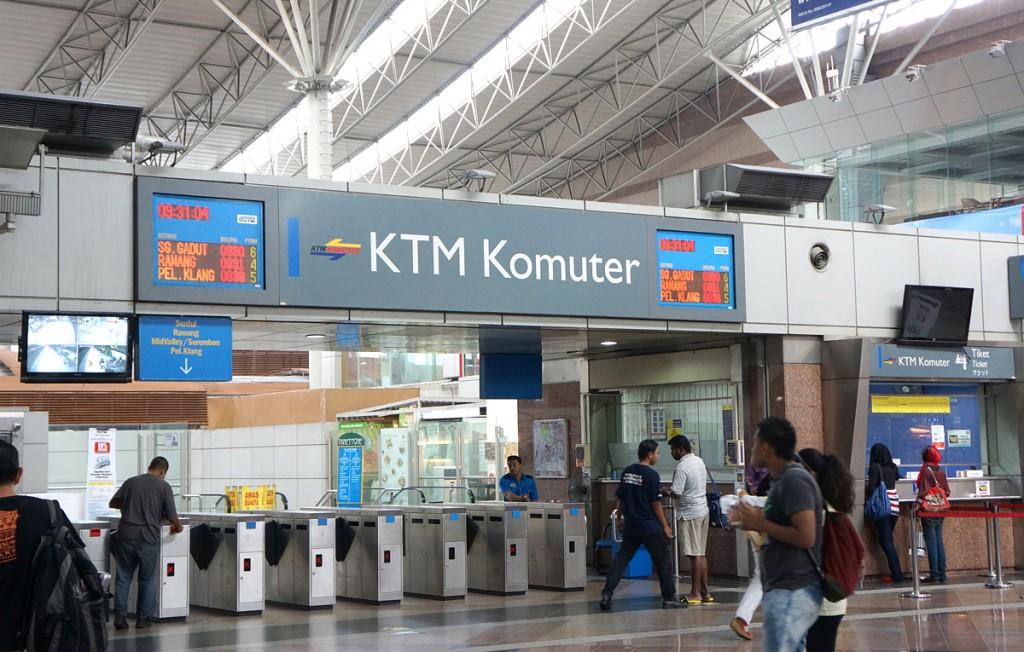 KLセントラル駅内KTMコミューターの改札