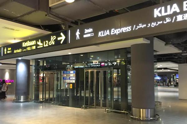 ラウンジ前のエレベーター