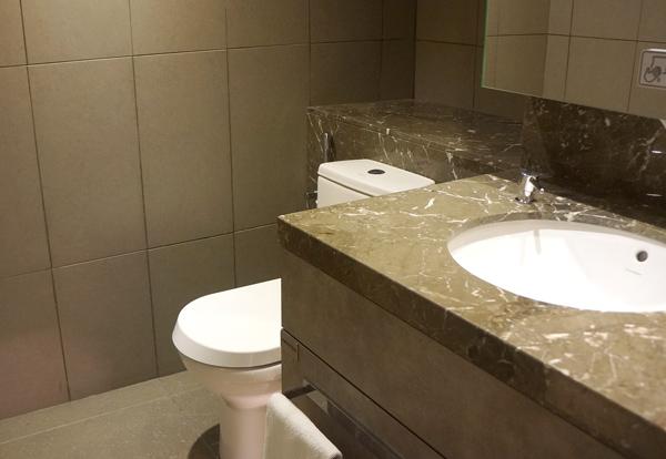 洗面台、トイレ