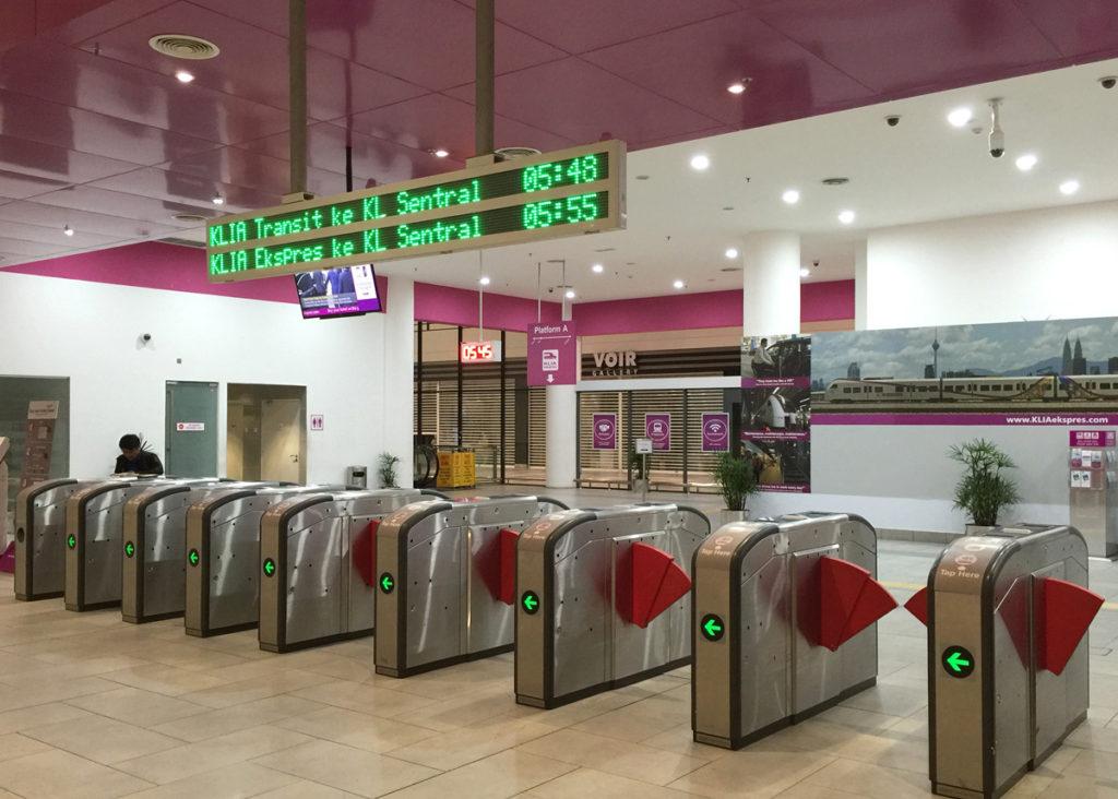 KLIA2駅の自動改札