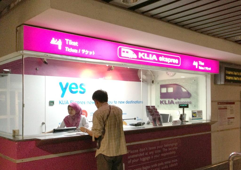 KLIAエクスプレスのチケットカウンター