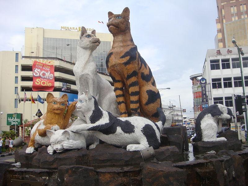 クチン市内の猫の象