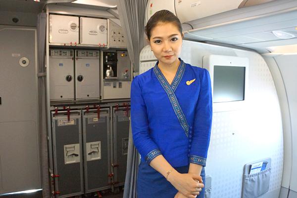 ラオス国営航空の客室乗務員