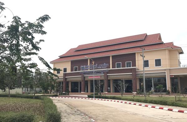 立派な免税店の建物