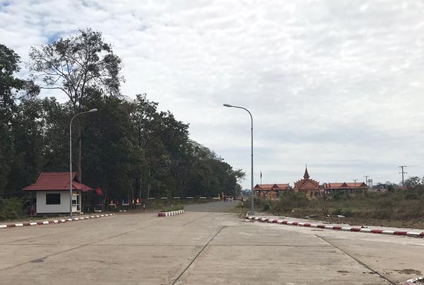 カンボジア側へ