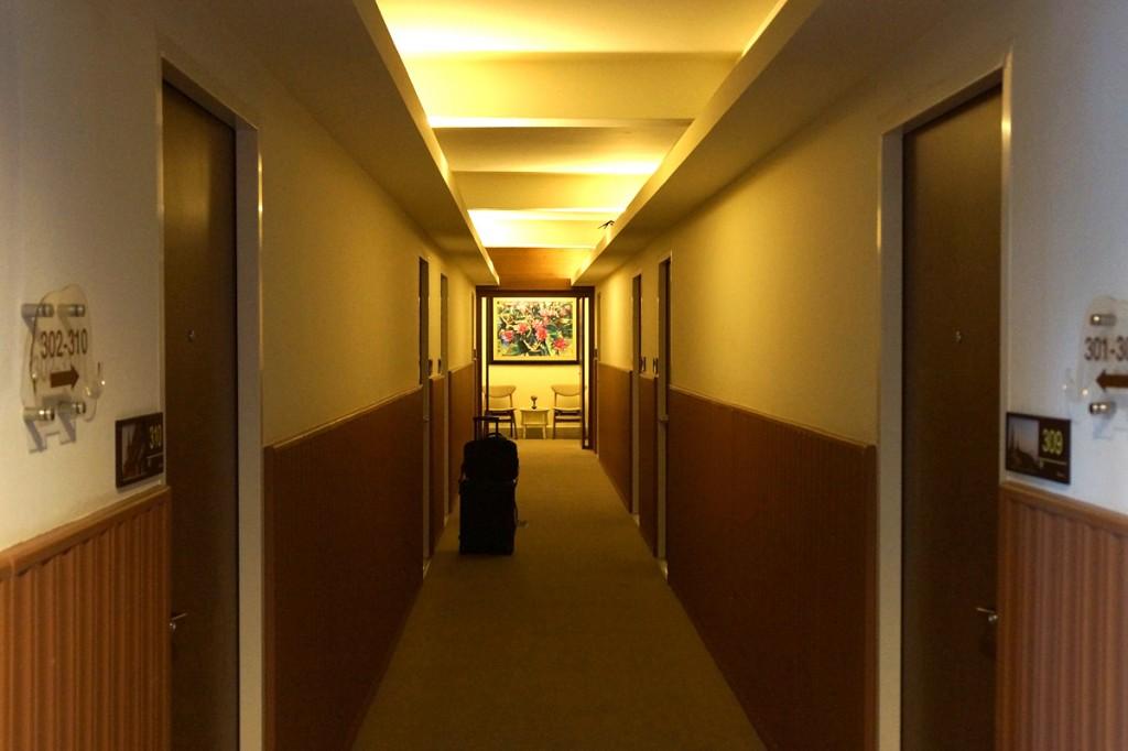 Mホテルの廊下