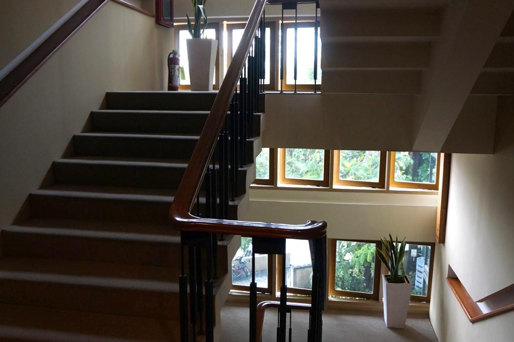 Mホテルの階段