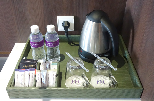 コーヒー、紅茶、水など