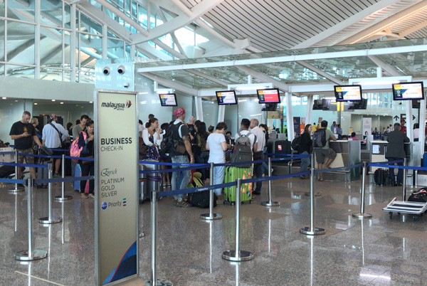 マレーシア航空のチェックインカウンター