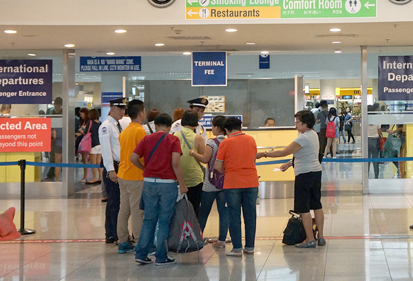 空港税支払いカウンター