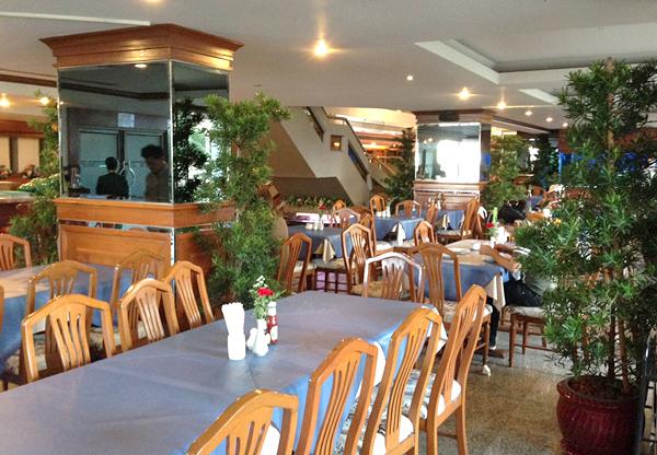 朝食会場となるレストラン