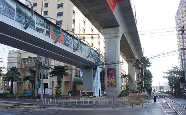 ナサベガスホテルと歩道橋