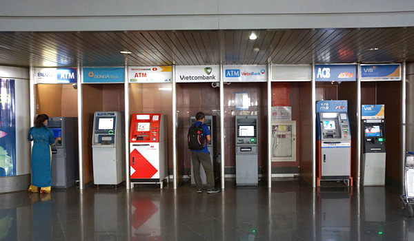 ノイバイ空港内のATM