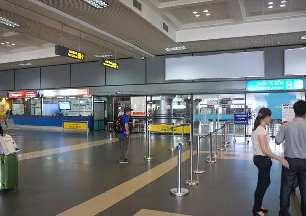 ノイバイ空港 到着ホールの様子