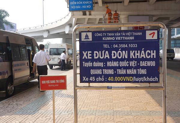 ノイバイ空港のミニバス乗り場
