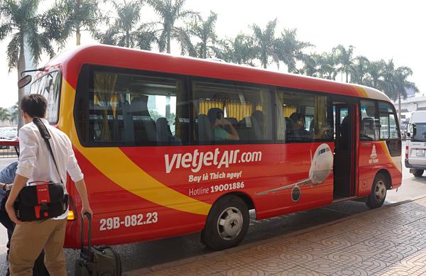 ハノイ市内行きのミニバス