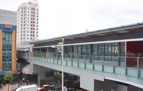モノレール駅への連絡橋