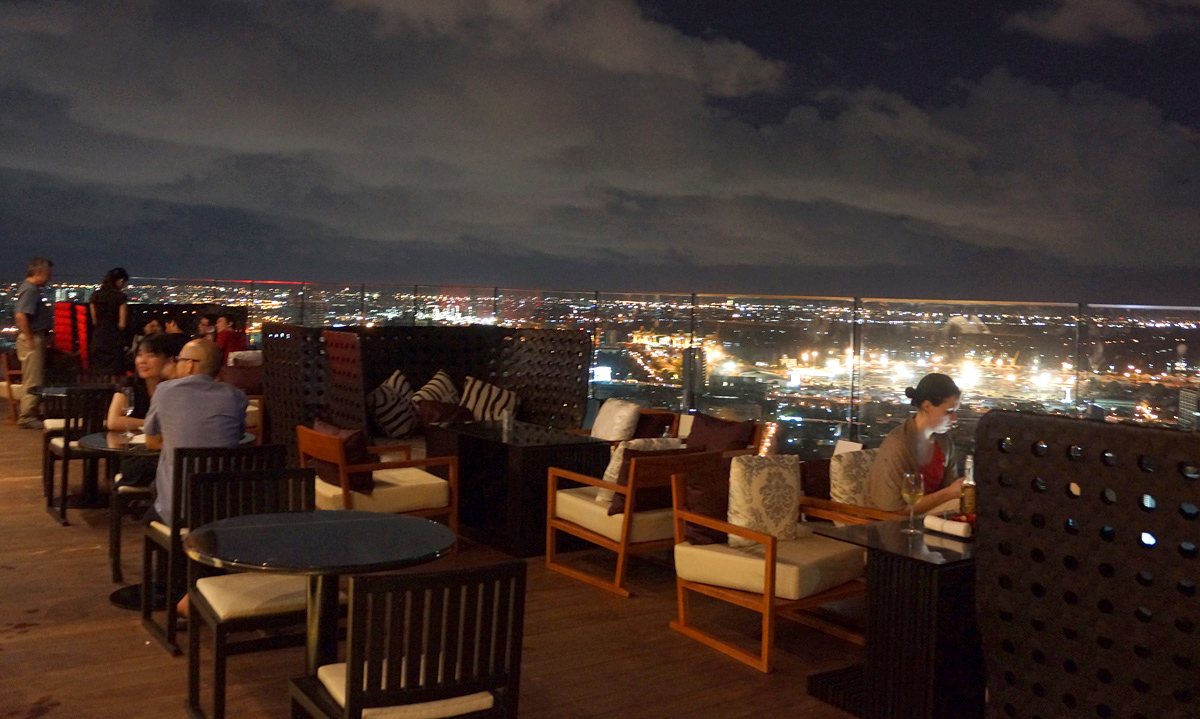 バンコクの新ループトップレストラン、オクターブルーフトップラウンジ&バー アジアトラベルノート