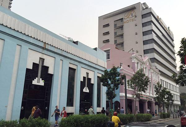 セントラルマーケットとホテル