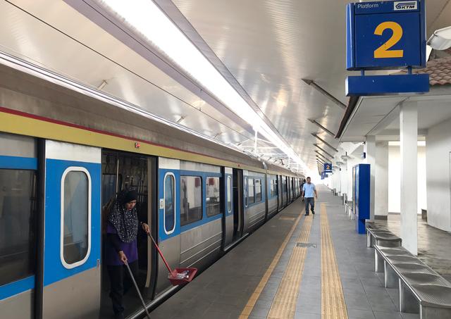 パダンブサール駅