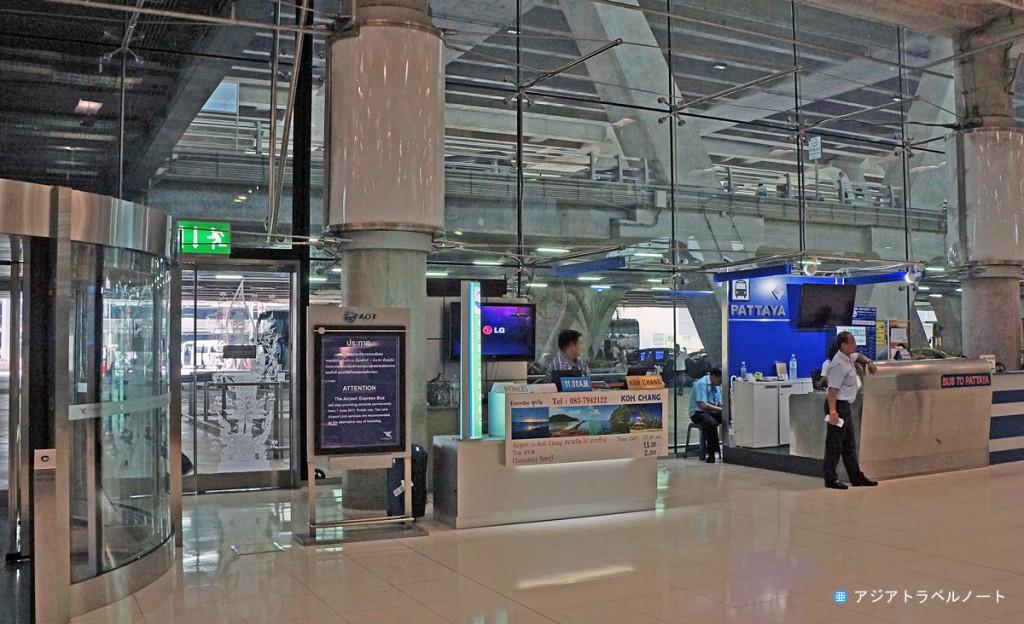 スワンナプーム空港1階にあるベルトラベルサービスのカウンター