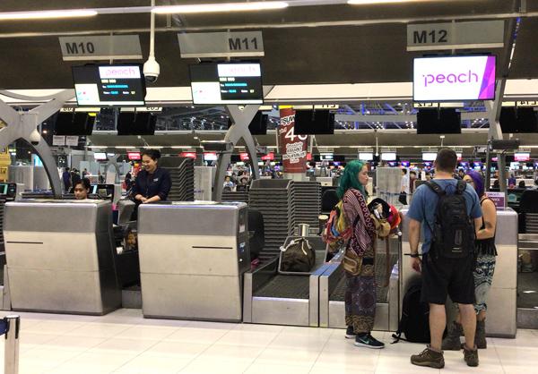スワンナプーム空港にあるピーチのチェックインカウンター